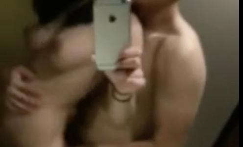 スレンダー美人な中国人をマッチョが全裸でハメハメ。女の子がハメられながら自撮りするのがエロい…!